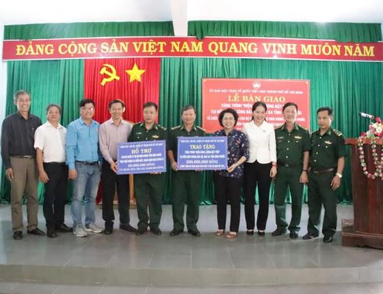 Bàn giao công trình điện năng lượng mặt trời tặng Biên phòng tỉnh Bình Phước ảnh 1