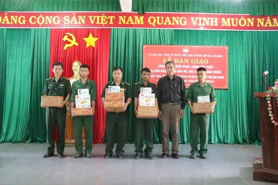 Bàn giao công trình điện năng lượng mặt trời tặng Biên phòng tỉnh Bình Phước ảnh 2