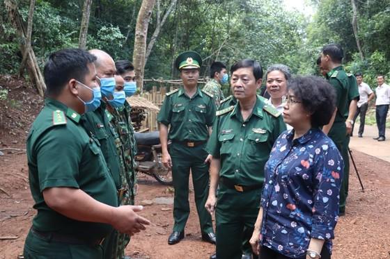 Bàn giao công trình điện năng lượng mặt trời tặng Biên phòng tỉnh Bình Phước ảnh 3