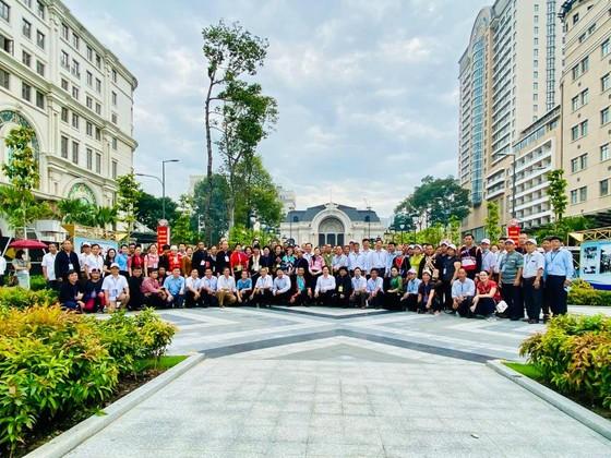 Đoàn đại biểu già làng, trưởng bản tiêu biểu vùng biên giới phía Bắc dâng hương tưởng niệm Chủ tịch Hồ Chí Minh ảnh 4