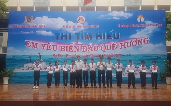 Ngày công tác dân vận Cảnh sát biển đồng hành với ngư dân ảnh 1