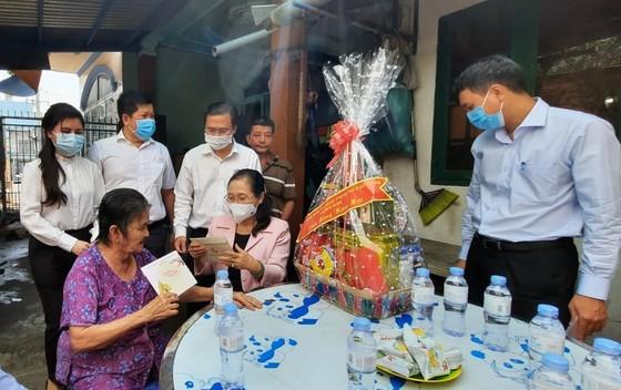Đoàn lãnh đạo TPHCM thăm, chúc tết gia đình chính sách, hộ nghèo    ảnh 4