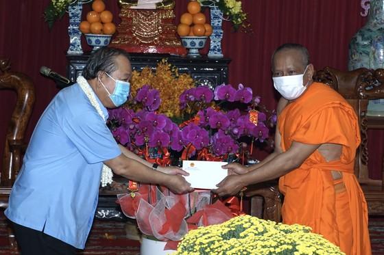 Phó Thủ tướng Thường trực Trương Hòa Bình thăm, chúc tết đồng bào Phật tử Nam tông Khmer ảnh 1
