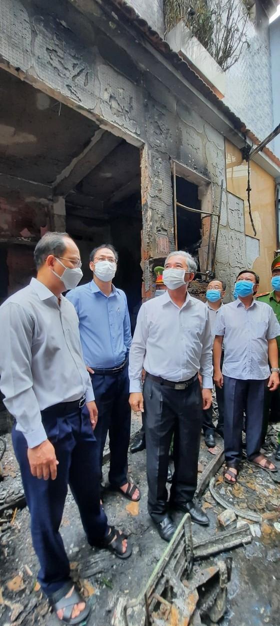 Lãnh đạo TPHCM thăm hỏi, chia buồn gia đình các nạn nhân trong vụ cháy tại quận 11    ảnh 4