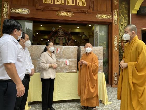 Giáo hội Phật giáo Việt Nam tặng TPHCM 6 máy thở đa năng ảnh 1