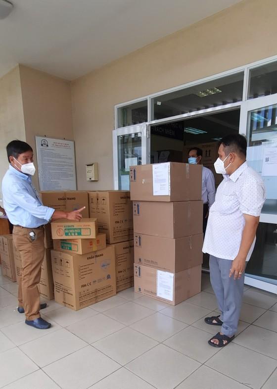 Hơn 1.000 phần quà hỗ trợ công nhân lao động trong các khu trọ  ảnh 3