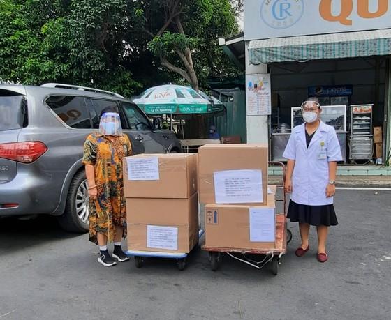 Nhiều cá nhân, doanh nghiệp hỗ trợ các bệnh viện điều trị Covid-19 ảnh 1