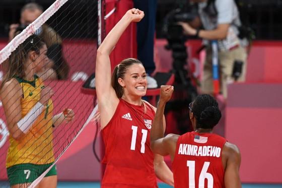 Bóng chuyền nữ: Vượt qua Brazil, Mỹ giành tấm HCV Olympic đầu tiên trong lịch sử ảnh 1