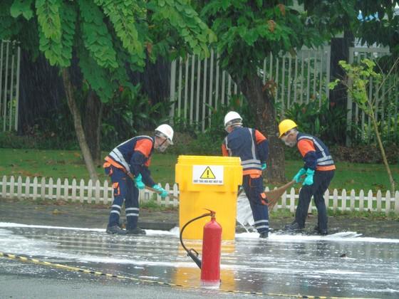 Diễn tập ứng phó sự cố tràn đổ hóa chất trên đường vận chuyển ảnh 3