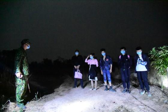 Bình Phước: Bắt giữ 5 người Trung Quốc nhập cảnh trái phép ảnh 1