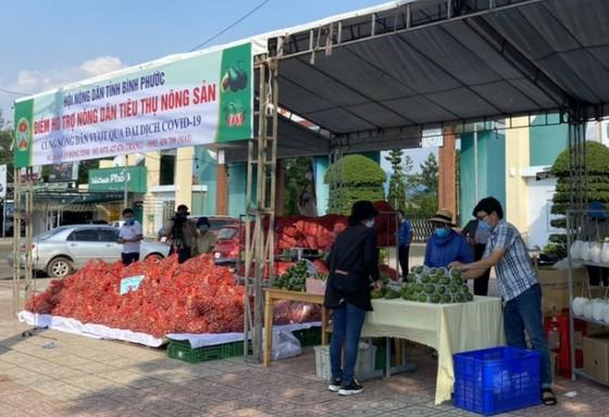 Bình Phước mở nhiều điểm hỗ trợ nông dân tiêu thụ nông sản ảnh 1