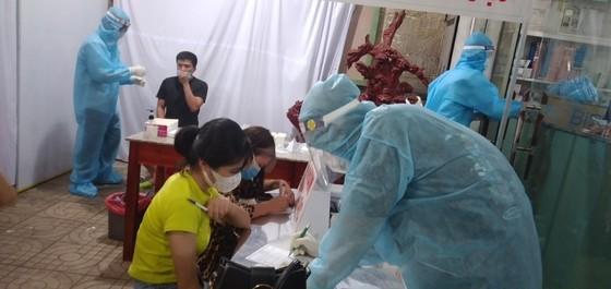 Người dân Bình Phước chủ động làm xét nghiệm SARS- CoV-2   ảnh 2