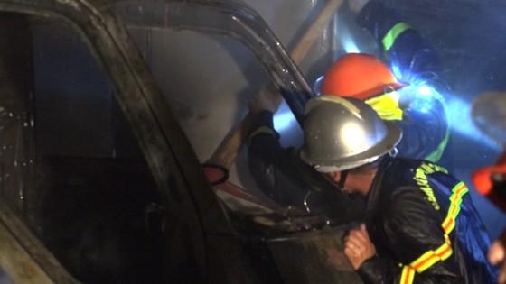 Đà Nẵng: Cháy kho hàng, hai xe tải bị thiêu trụi ảnh 2
