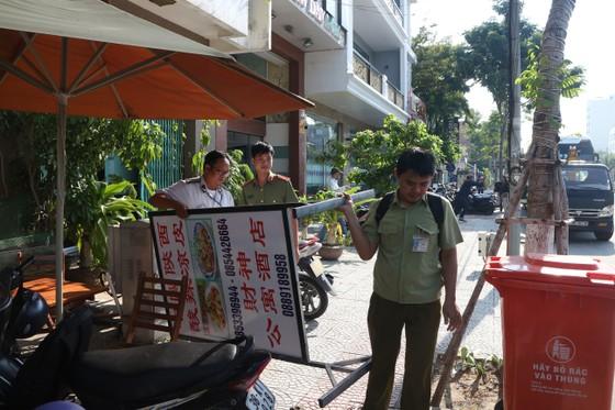 Đà Nẵng ra tay dẹp các bảng hiệu tiếng nước ngoài ảnh 3