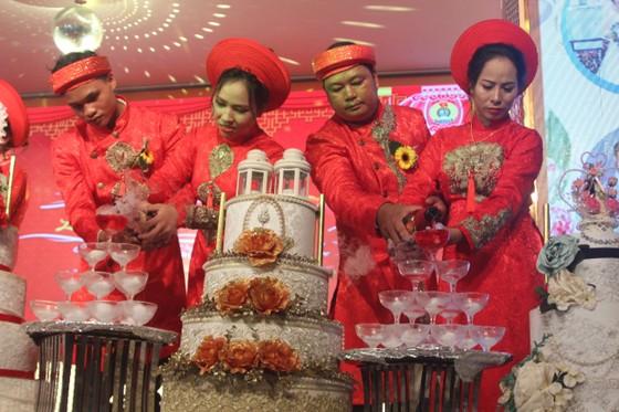 Tổ chức đám cưới tập thể cho công nhân khó khăn ảnh 9