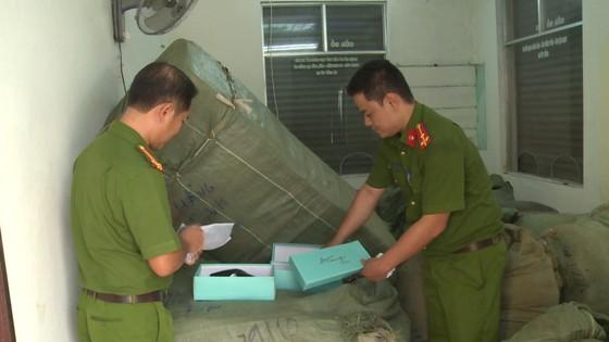 Tạm giữ 8 tấn hàng lậu vận chuyển theo đường sắt vào Đà Nẵng ảnh 1
