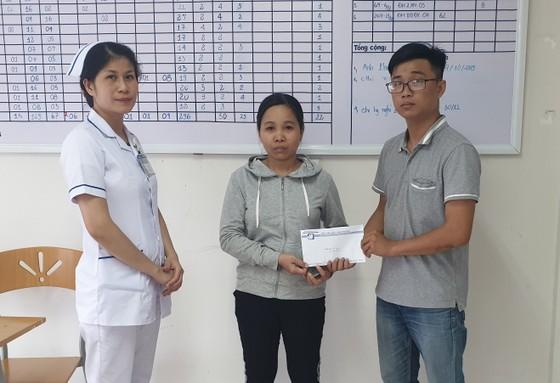 Báo SGGP trao tiền hỗ trợ gia đình chị Nga ảnh 1