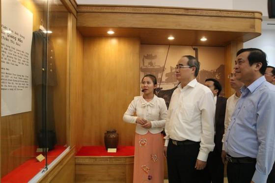 Lãnh đạo TPHCM làm việc, tặng quà tết tại Quảng Nam và Đà Nẵng ảnh 5