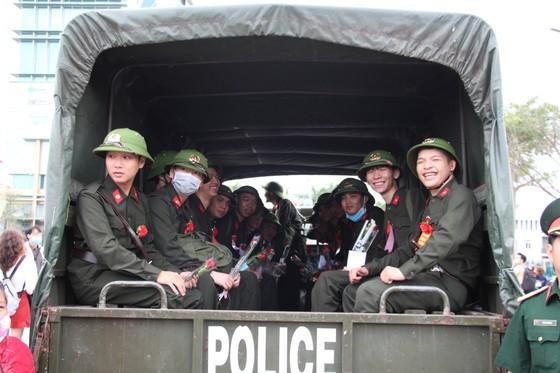 Hơn 1.000 thanh niên Đà Nẵng hăng hái lên đường nhập ngũ ảnh 10