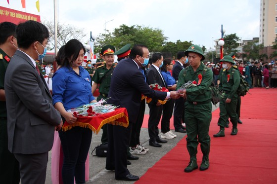 Hơn 1.000 thanh niên Đà Nẵng hăng hái lên đường nhập ngũ ảnh 6