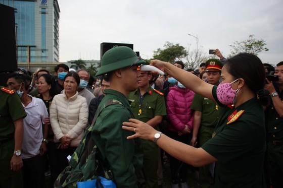 Hơn 1.000 thanh niên Đà Nẵng hăng hái lên đường nhập ngũ ảnh 5