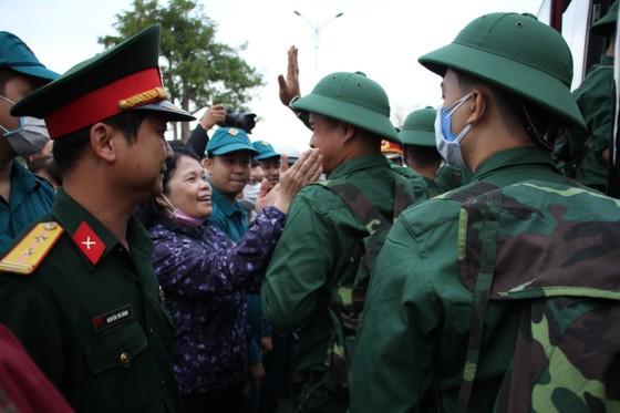 Hơn 1.000 thanh niên Đà Nẵng hăng hái lên đường nhập ngũ ảnh 7