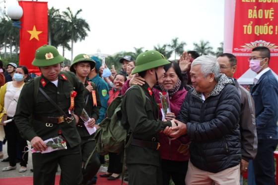 Hơn 1.000 thanh niên Đà Nẵng hăng hái lên đường nhập ngũ ảnh 8