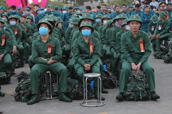 Hơn 1.000 thanh niên Đà Nẵng hăng hái lên đường nhập ngũ ảnh 3