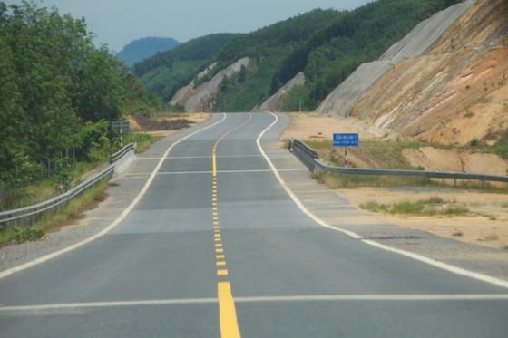 Nhiều điểm nghẽn trên cao tốc La Sơn – Túy Loan  ảnh 4
