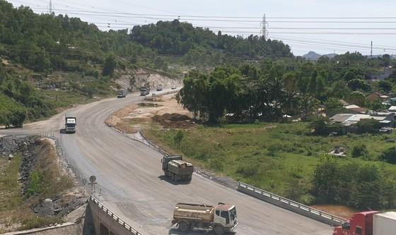 Nhiều điểm nghẽn trên cao tốc La Sơn – Túy Loan  ảnh 2