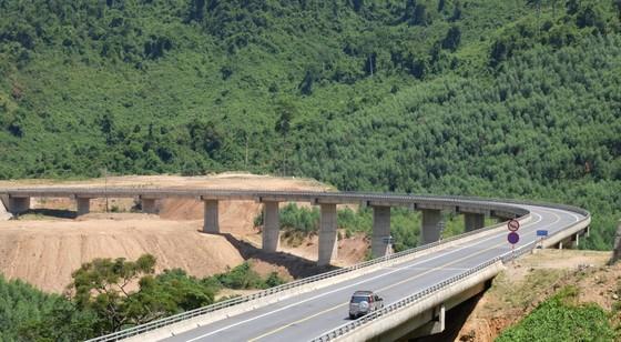 Nhiều điểm nghẽn trên cao tốc La Sơn – Túy Loan  ảnh 9