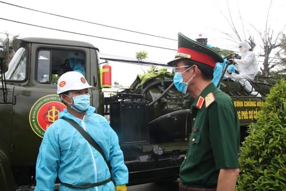 Quân đội tiến hành khử khuẩn quận Sơn Trà, TP Đà Nẵng  ảnh 2
