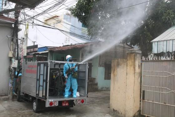 Quân đội tiến hành khử khuẩn quận Sơn Trà, TP Đà Nẵng  ảnh 8
