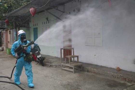 Quân đội tiến hành khử khuẩn quận Sơn Trà, TP Đà Nẵng  ảnh 9