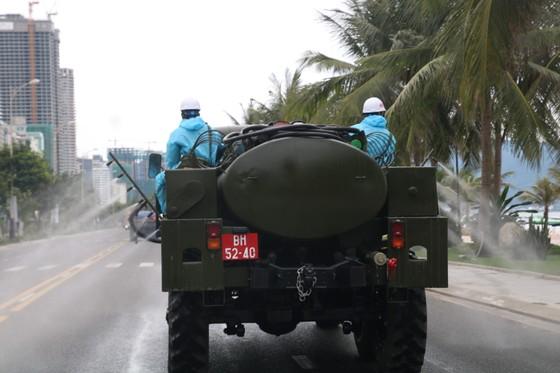 Quân đội tiến hành khử khuẩn quận Sơn Trà, TP Đà Nẵng  ảnh 10