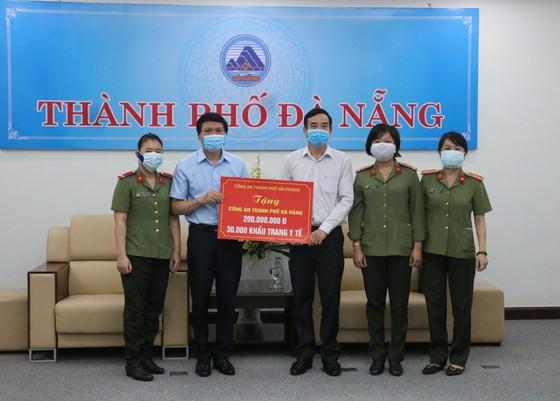 TP Hải Phòng trao 5 tỷ đồng và 200.000 khẩu trang hỗ trợ TP Đà Nẵng chống dịch ảnh 2