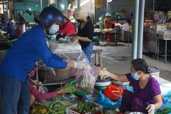 Đà Nẵng: Đi chợ giúp người dân đang cách ly vì Covid-19 ảnh 2