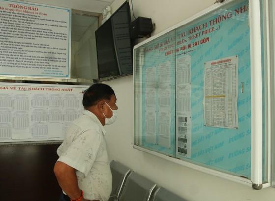 Sân ga, bến xe Đà Nẵng vắng khách ngày đầu khôi phục hoạt động ảnh 5