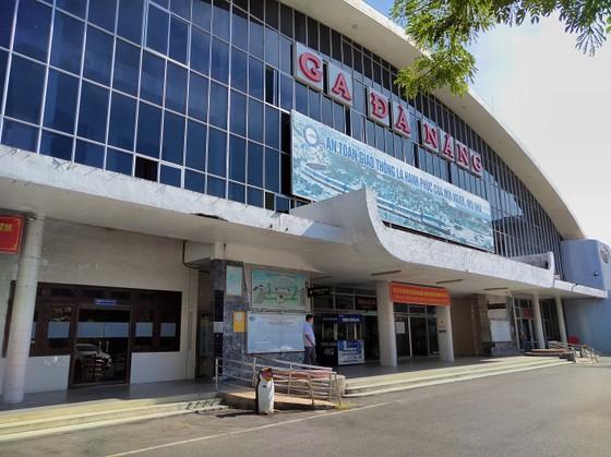 Sân ga, bến xe Đà Nẵng vắng khách ngày đầu khôi phục hoạt động ảnh 2