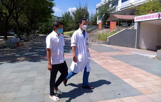 Ông Đoàn Ngọc Hải đến Đà Nẵng đưa bệnh nhân nghèo về nhà ảnh 1