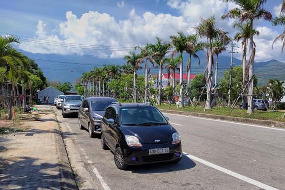 Hàng ngàn người Đà Nẵng đến Thừa Thiên - Huế sau khi nới lỏng kiểm soát  ảnh 3