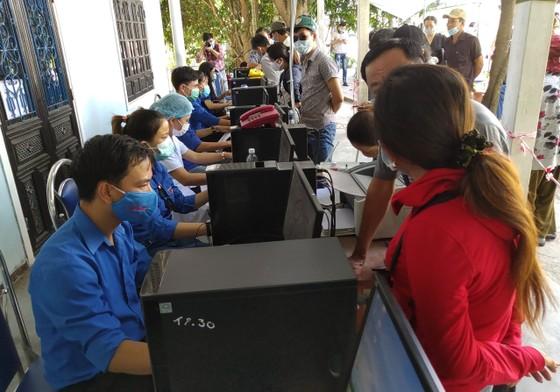 Hàng ngàn người Đà Nẵng đến Thừa Thiên - Huế sau khi nới lỏng kiểm soát  ảnh 1