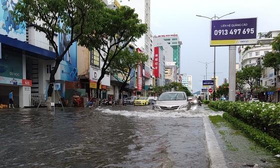 Bão số 5 gây lốc xoáy và mưa lớn nhiều nơi ảnh 12