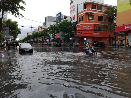 Bão số 5 gây lốc xoáy và mưa lớn nhiều nơi ảnh 18