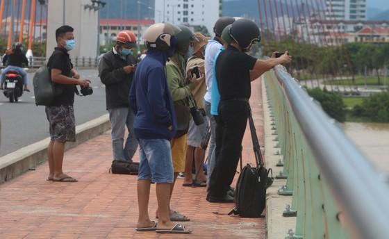 Người dân Đà Nẵng hào hứng xem cầu Nguyễn Văn Trỗi nâng nhịp ảnh 2
