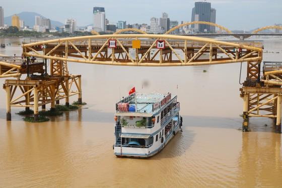 Người dân Đà Nẵng hào hứng xem cầu Nguyễn Văn Trỗi nâng nhịp ảnh 4