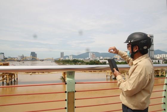 Người dân Đà Nẵng hào hứng xem cầu Nguyễn Văn Trỗi nâng nhịp ảnh 5