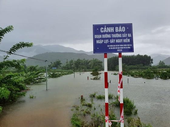 Nhiều địa phương ở Đà Nẵng ngập nặng do mưa lớn kéo dài ảnh 2
