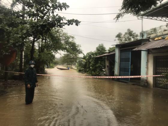 Nhiều địa phương ở Đà Nẵng ngập nặng do mưa lớn kéo dài ảnh 1