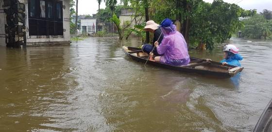 Nhiều địa phương ở Đà Nẵng ngập nặng do mưa lớn kéo dài ảnh 4